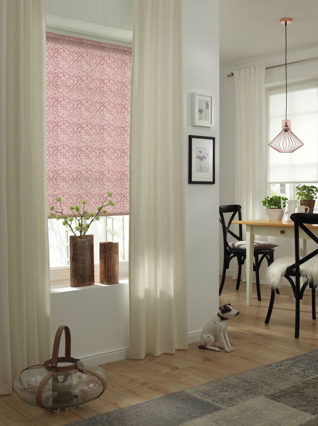 rollos mit muster ob schnurzug kettenzug stoffart farbe muster gre oder form rollos sind reich. Black Bedroom Furniture Sets. Home Design Ideas